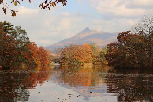 大沼国定公園(秋)紅葉の駒ケ岳
