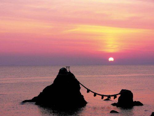 伊勢志摩 夫婦岩の朝日夏至の頃