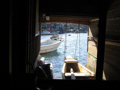伊根町 舟屋の中からの風景