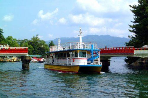 天橋立 観光船と廻旋橋